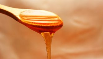 Why you should never give a newborn baby honey
